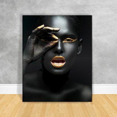 Quadro-Impressao-em-Vidro---Black-Woman-Piscando-Olho