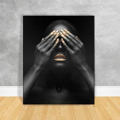 Quadro-Impressao-em-Vidro---Black-Woman-Maos-nos-Olhos